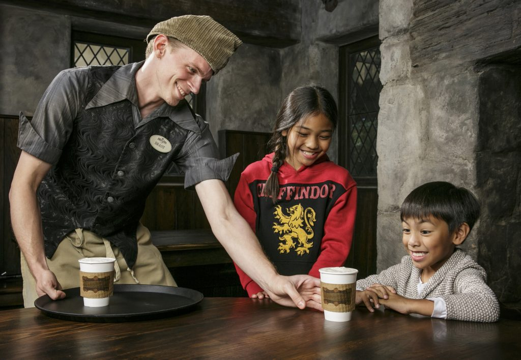 ¡Ya hay Butterbeer caliente en The Wizarding World of Harry Potter!