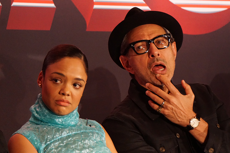Jeff Goldblum y Tessa Thompson Thor