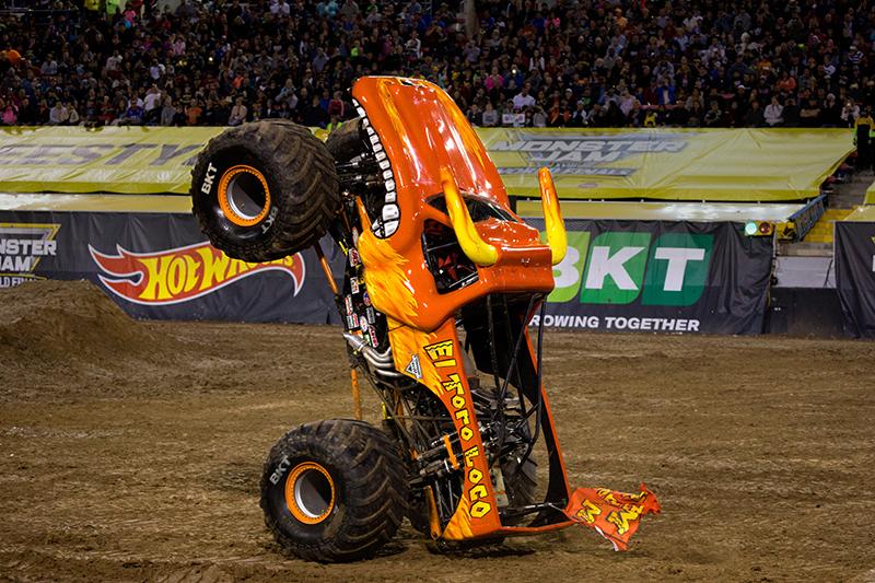 Monster Jam trae toda su intensidad al Staples Center