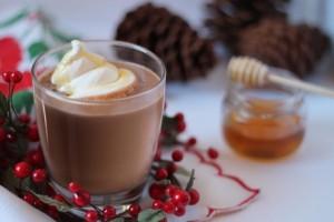 Chocolate Caliente con Crema de Cacahuate y Miel