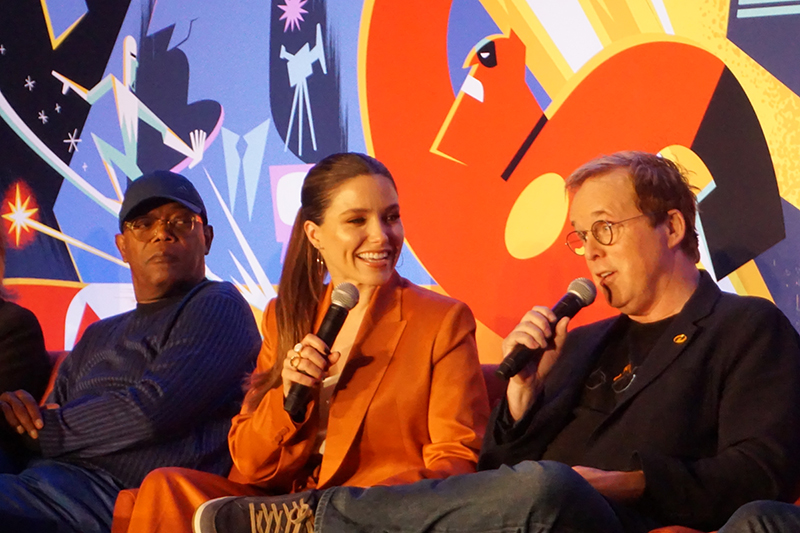 Samuel L. Jackson (izq.), Sophia Bush y Brad Bird.